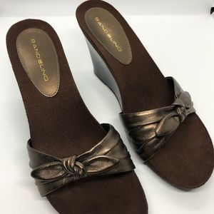 Never worn - Bandolino chocolate brown wedges